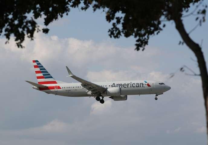 UnBoeing 737Max 8 s'apprête à atterrir à l'aéroport de Miami(Floride), le 12 mars.