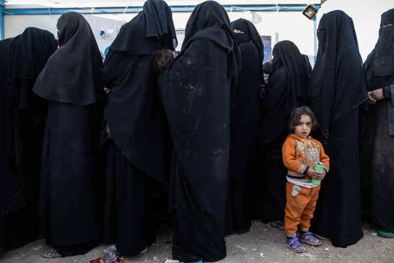 Syrie, Camp de transit d'Al Hawl, saturé par des civils ayant fui Baghouz, la dernière poche encore tenue par Daesh. Les civils attendent d'être dispatchés dans des tentes ou dans d'autres camps. Point médic de camp.