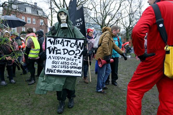 Manifestation pour demander des mesures d'urgence pour enrayer le réchauffement climatique, le 10 mars à Amsterdam.