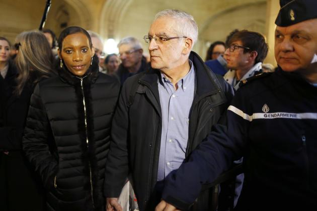 Alain et Dafroza Gauthier du Collectif CPCR, lors du procès dePascal Simbikangwa devant le pôle «génocide» du tribunal de grande instance de Paris, en février 2014.