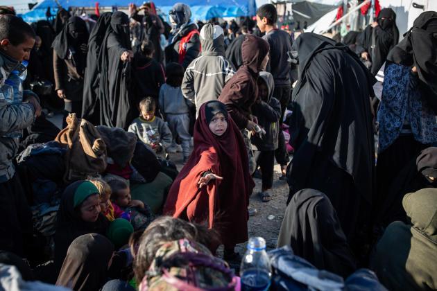 Avec désormais plus de 62000 personnes à prendre en charge, dont 90% de femmes et d'enfants, les organisations humanitaires qui gèrent le camp d'Al Hol sont dépassées.