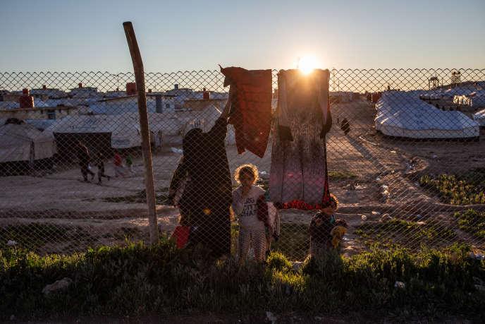 Le camp de transit d'Al Hawl, en Syrie, saturé par des civils ayant fui la dernière poche encore tenue parl'organisation Etat islamique (EI) à Baghouz, le 8 mars 2019.