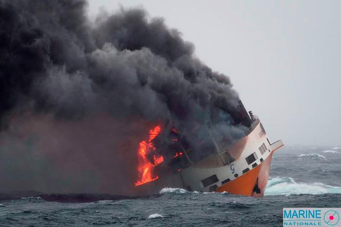 Le navire italien «Grande-America» a sombré mardi 12 mars, après qu'un incendie s'est déclaré à bord.