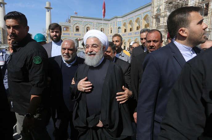 Le président iranien Hassan Rohani en visite au mausolée d'Imam Ali, à Najaf, en Irak, le 13 mars.