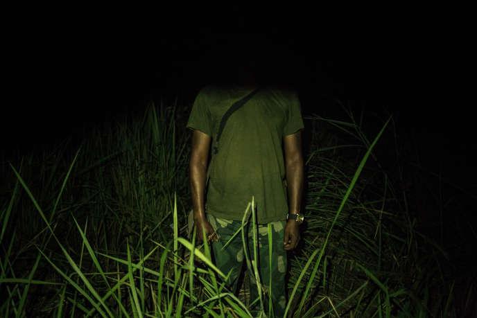 Un membre des forces armées congolaises, témoin des massacres dans la région de Yumbi, pose dans un lieu non dévoilé le 3février 2019.