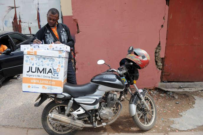 Un livreur de Jumia, à Lagos, en 2013.