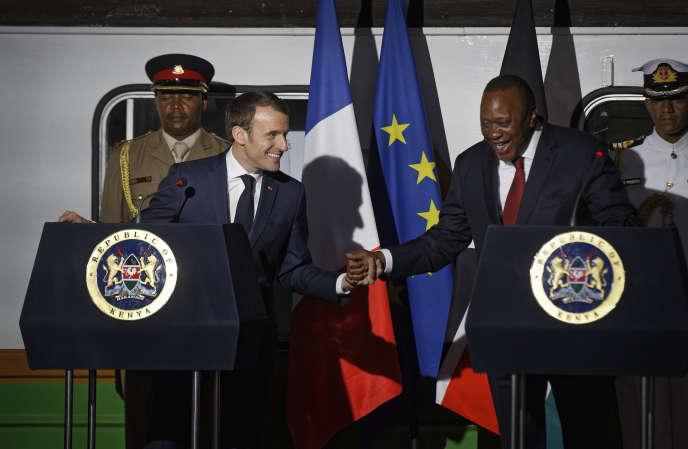 Le président français, Emmanuel Macron, et son homologue kényan, Uhuru Kenyatta, à Nairobi, le 13 mars.
