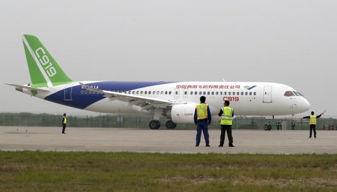 Un C919 du groupe chinois Comac, à l'aéroport de Shanghaï-Pudong, en mai 2017.