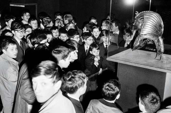 Un groupe de scolaires au Petit Palais, le 23 mars.