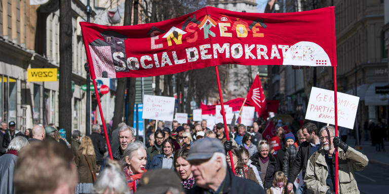 Protesters take part in a May Day (Labour Day) rally from the Social Democrats in Sweden, in Stockholm on May 1, 2018. (Photo by Jonathan NACKSTRAND / AFP)