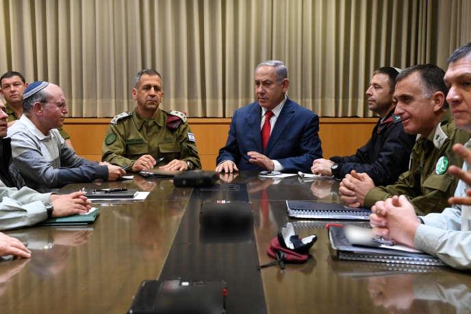 Le premier ministre israélien, BenyaminNétanyahou, lors d'une réunion d'urgence au ministère de la défense, à Tel-Aviv, le 14 mars.