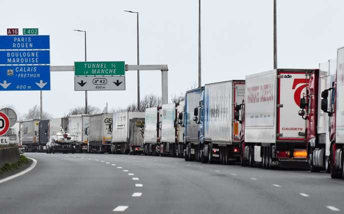 La «grève du zèle» des douaniers à Calais a provoqué de nombreux bouchons, jeudi 14 mars.