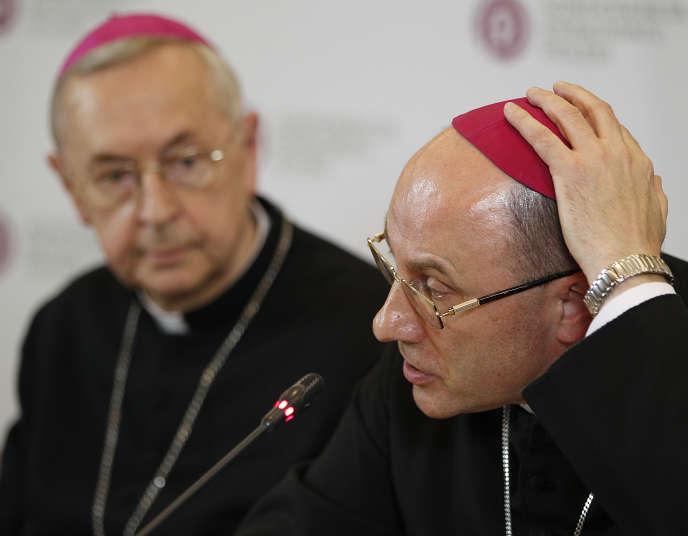 L'archevêque Wojciech Polak lors de la présentation d'un rapport sur la pédophilie, à Varsovie, le 14 mars.