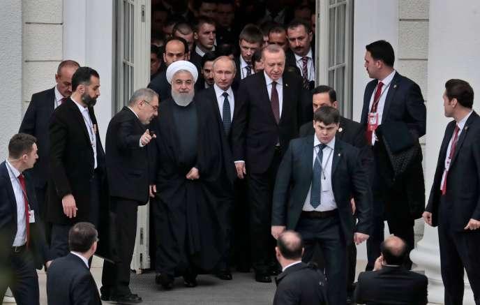 Les présidents Vladimir Poutine (Russie), Recep Tayyip Erdogan (Turquie) et Hassan Rohani (Iran) réunis pour une discussion trilatérale à propos de la Syrie, à Sotchi, le 14 février.