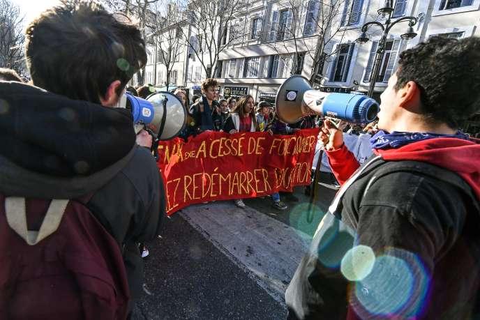 Manifestation contre la réforme du lycée, à Marseille (Bouches-du-Rhône), le 10 janvier.