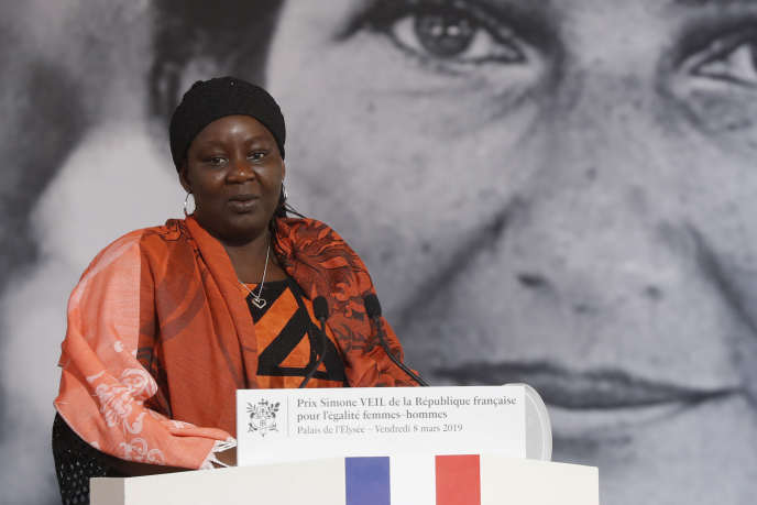 La Camerounaise Aïssa Doumara, première lauréate du prix Simone-Veil pour l'égalité hommes-femmes, au palais de l'Elysée, le 8 mars 2019.