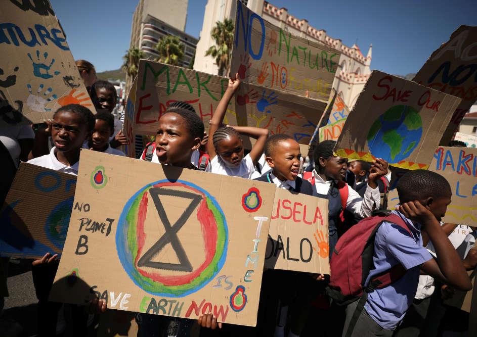 Des écoliers participent à la manifestation au Cap, en Afrique du Sud, le 15 mars.