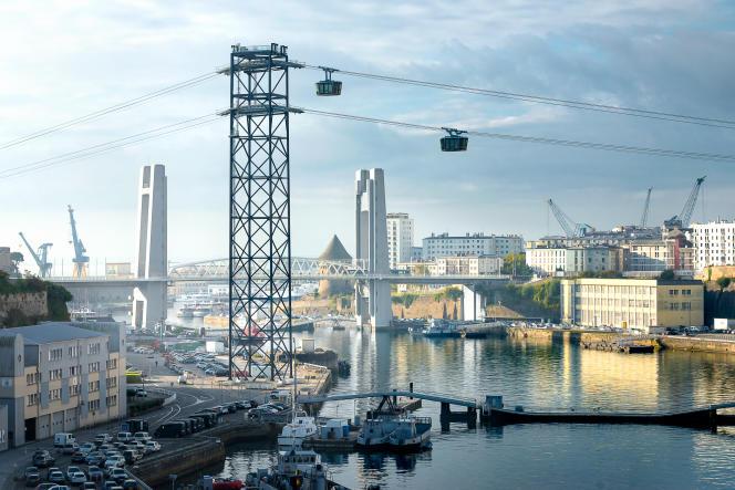 A Brest, le téléphérique assure une liaison directe entre le centre-ville et les quartiers des Capucins et de Recouvrances, isolés par la rivière Penfeld.