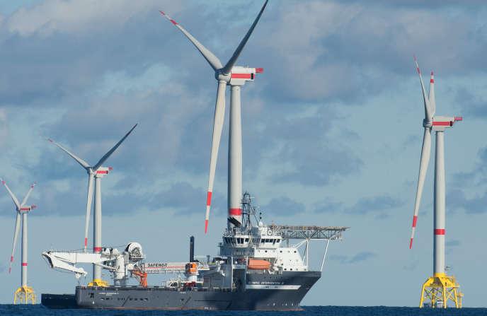 Des éoliennes en mer Baltique, au large de Sassnitz, dans le nord de l'Allemagne, en octobre 2017.