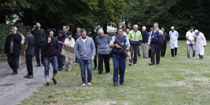 La police procède à une évacuation dans le centre de Christchurch, en Nouvelle-Zélande, le 15 mars.