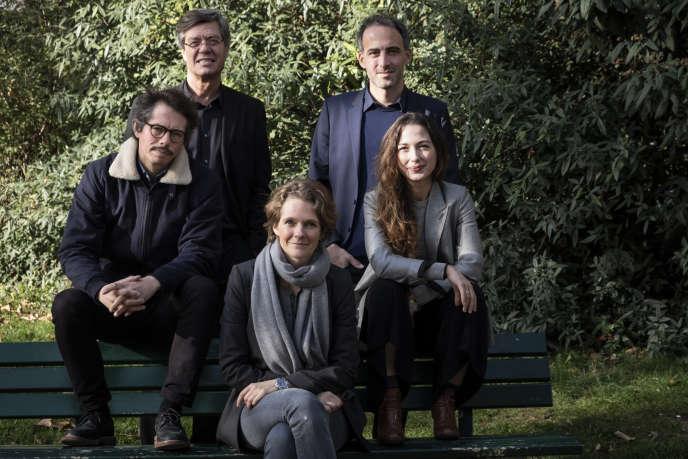 L'économisteThomas Porcher, le maire de Kingersheim Jo Spiegel, la militante écologiste Claire Nouvian, l'essayiste Raphael Glucksmann et la co-fondatrice de l'agence Stroika Diana Filippova, membres du mouvement citoyen «Place publique», le 5 novembre 2018 à Paris.