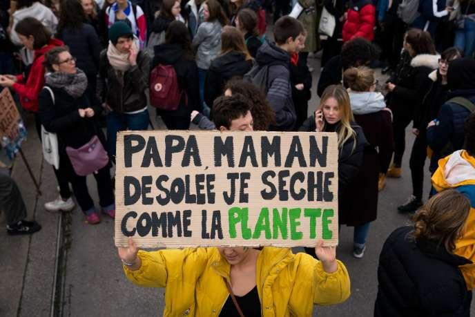 Manifestation d'étudiants pour le climat, à Paris le 15 mars.