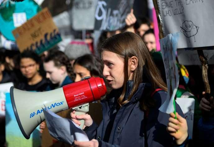 Alexandria Villasenor pendant la grève étudiante le 15 mars devant les Nations Unies à  New York.