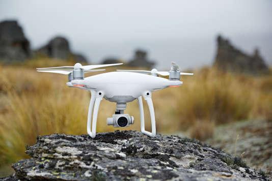 Le Phantom 4 de DJI est un drone destiné au grand public autant qu'aux usages professionnels.