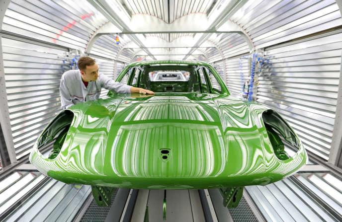 « Donner une impulsion vigoureuse à la demande de voitures et de bus électriques, propulsant ainsi la transformation de l'industrie automobile européenne» Photo : Usine Porsche à Leipzig (Allemagne) en décembre 2018.