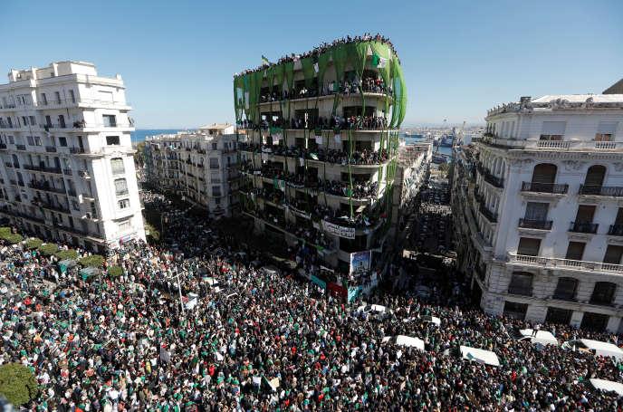 Manifestation dans le centre d'Alger, le 15 mars.