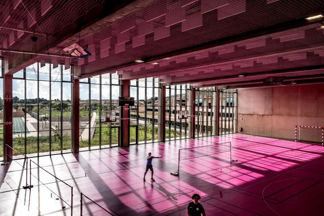 Dans le 13e arrondissement de Marseille, le gymnase du lycée Simone Veil, conçu par l'architecte Corinne Vezzoni.