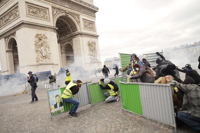 Place de l'Etoile, à Paris, le 16 mars.