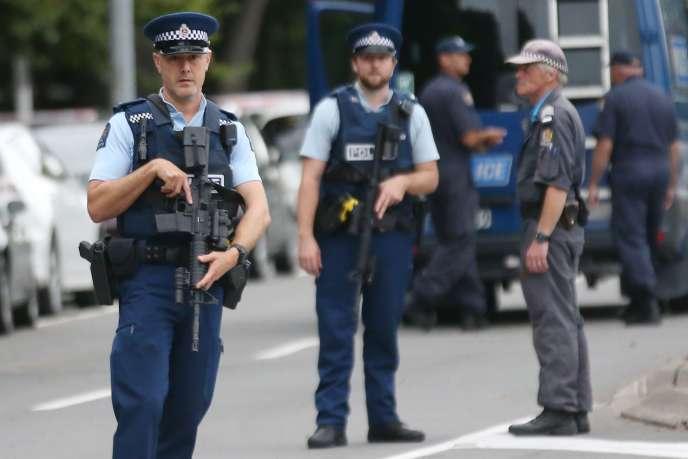 Des policiers néo-zélandais à Christchurch, le 16 mars 2019.