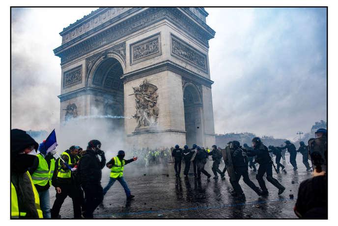 Un affrontement entre «gilets jaunes» et policiers à Paris, le 1er décembre 2018.