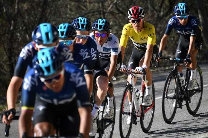 Les coureurs de l'équipe Sky sur Paris-Nice. L'équipe britannique a pris les première et troisième place de l'épreuve.