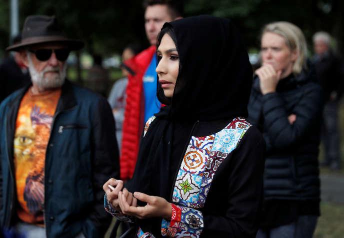 L'impatience monte cependant chez les familles des victimes, qui souhaitent récupérer les corps et organiser les funérailles.