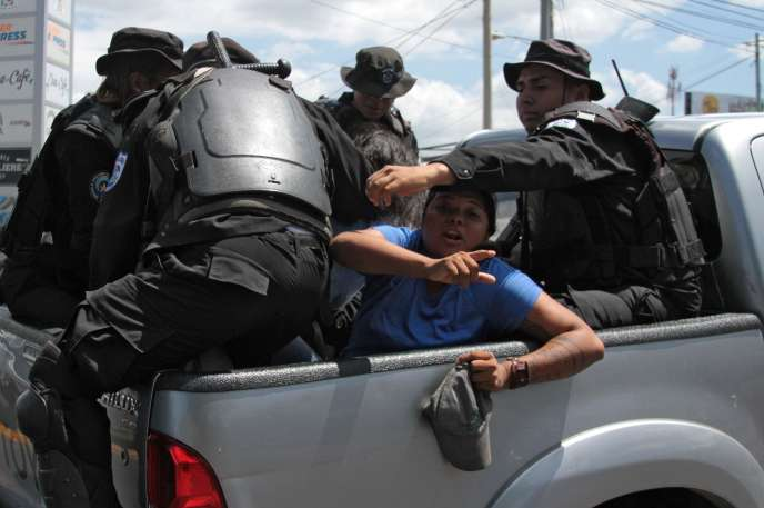 A Managua, samedi 16 mars, lors de l'arrestation d'opposants.