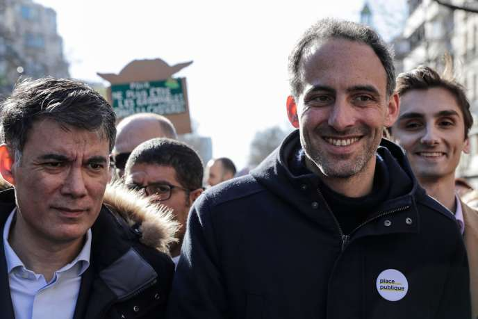 Le secrétaire général du Parti socialiste, Olivier Faure aux côtés de l'essayiste, Raphaël Glucksmann, à Paris, le 15 mars.