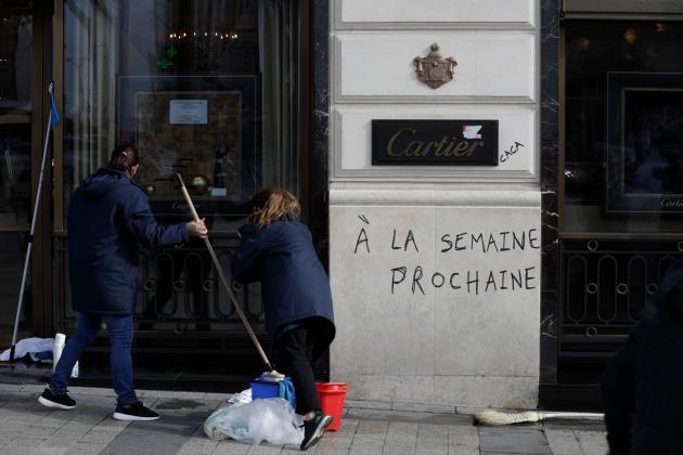 Devant la bijouterie Cartier de l'avenue des Champs-Elysées, le 17 mars 2019.
