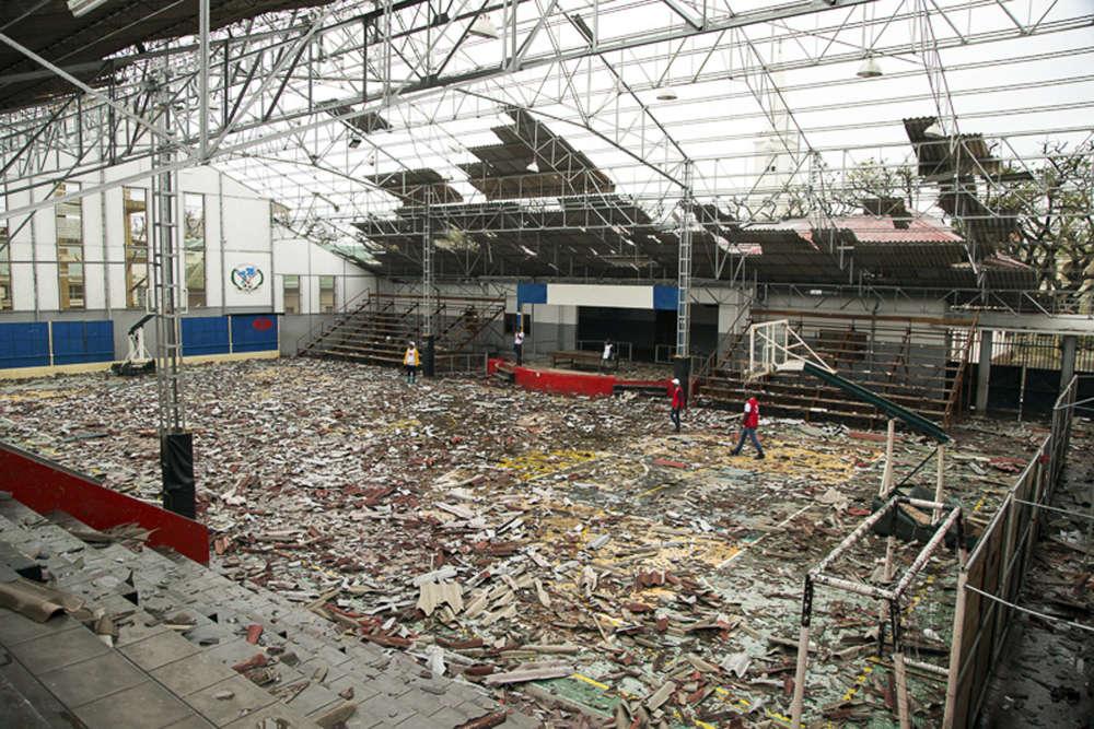 Un gymnase détruit par le cyclone Idai à Beira, le 15 mars.