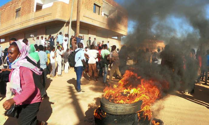 Manifestation anti-gouvernementale à Omdurman, la ville jumelle de Khartoum sur la rive occidentale du Nil, au Soudan, le 20 janvier 2019.