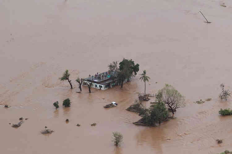 « 90 % de Beira et de ses alentours ont été endommagés ou détruits », évalue le FICR dans un communiqué publié lundi.