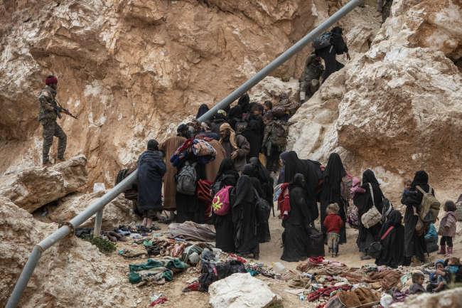 Environ 1 300 combattants de l'EI et leurs familles sont sortis le 14 mars par la colline.