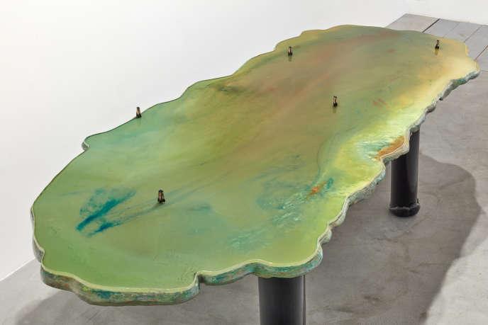 Lagoon Table (Tables on water) (2012), deGaetano Pesce. Version unique d'une série de 5, mousse de polyuréthane rigide, PVC, résine epoxy, résine uréthane, 78 x 296 x 115 cm.