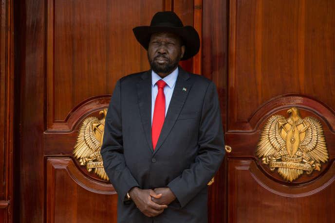 Le président sud-soudanais, Salva Kiir, devant le palais présidentiel à Juba, le 4 mars 2019.
