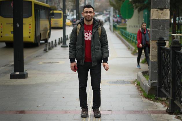 Ahmed Mohamed,26ans, cheville ouvrière de l'ONG Syrian Institute for Justice s'est décidé à prendre des cours de turc dans l'espoir de dénicher un autre emploi.