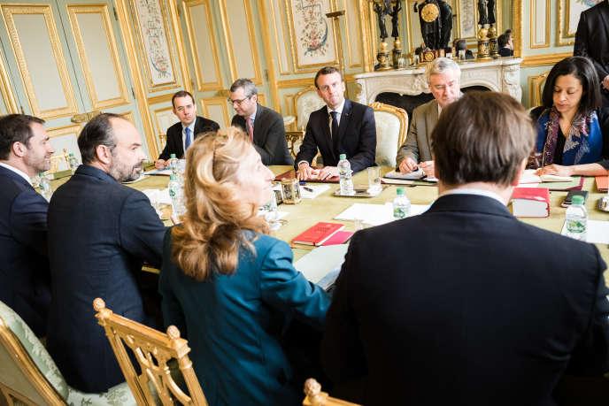 Selon un proche, Emmanuel Macron «est ulcéré par ce qui s'est passé samedi». « Je n'aipas le souvenir de l'avoir senti aussi déterminé.»