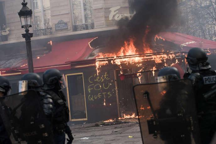 Эффект «желтых жилетов» угрожает восстановлению туризма во Франции