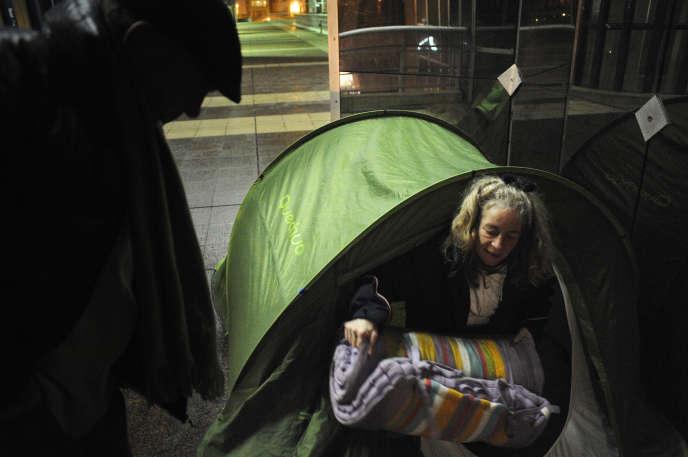 Chantal et François, deux personnes sans-abri, dans les rues de la capitale, en 2009.