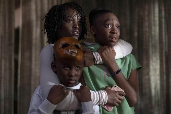 De gauche à droite : Evan Alex, Lupita Nyong'o etShahadi Wright Joseph, dans «Us», de Jordan Peele.